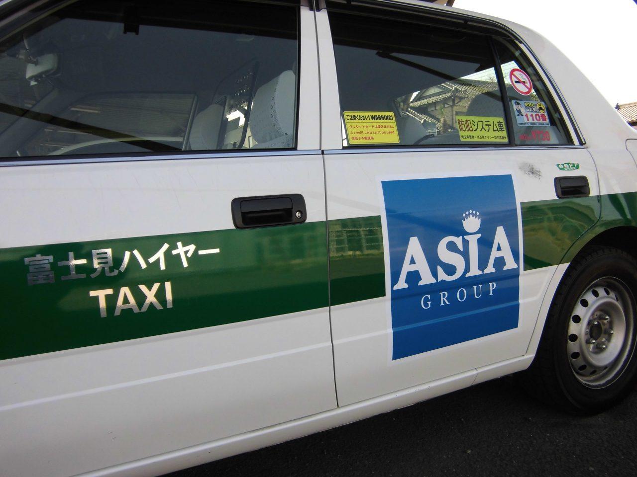 タクシー 広告 アジア